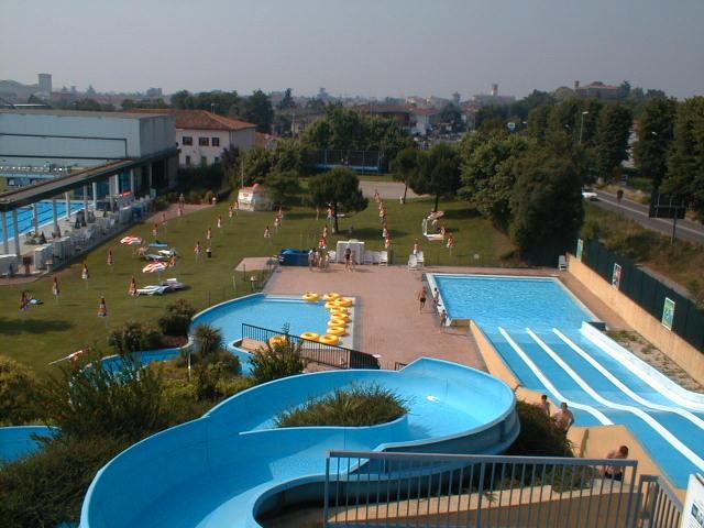 Acquar piscina di rovato mondoparchi tanto divertimento gratis tutto l 39 anno per tutta la - Piscine franciacorta ...